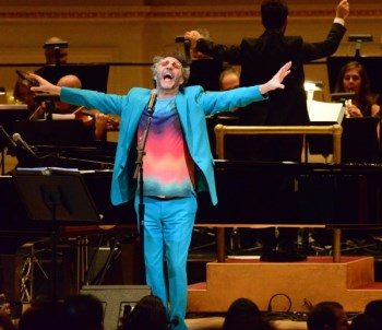 Fito Paez brillante sobre el mic… en Carnegie Hall de New York