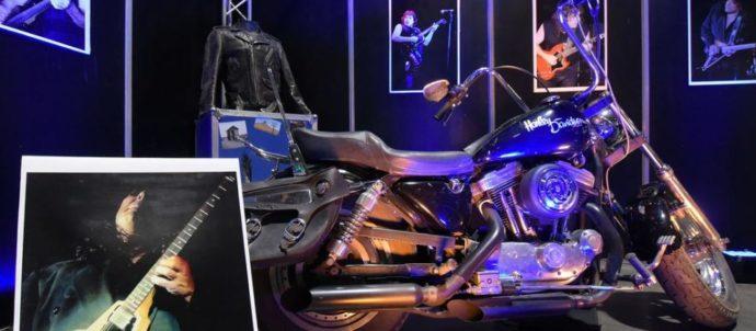 Guitarras, motos, autos en el Museo de Pappo