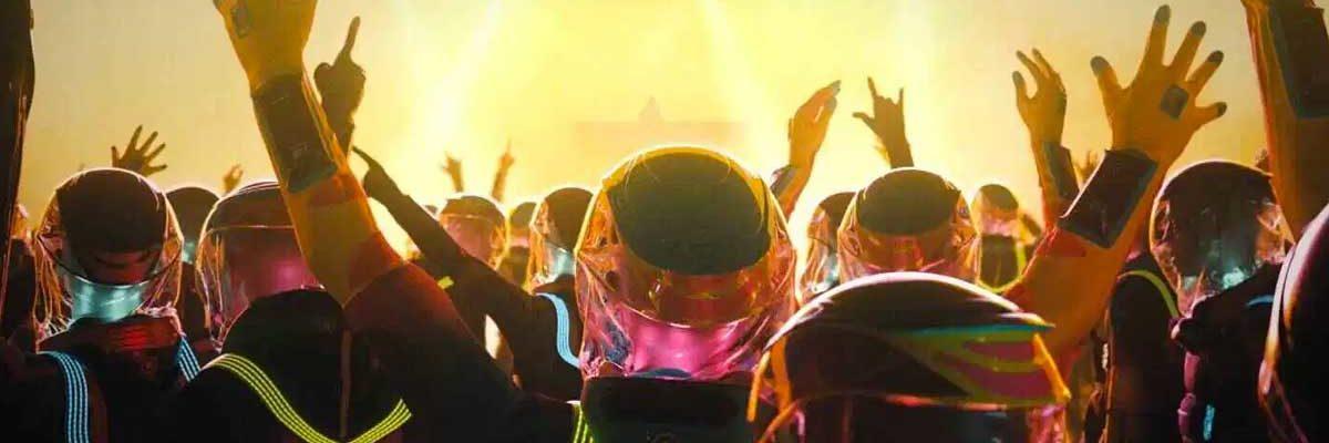 Diseñan un traje para prevenir el coronavirus en conciertos y festivales